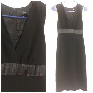 H&M Black sleeveless V-neck dress  4